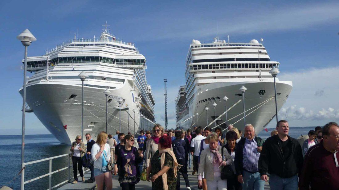 cruise-ships-228923_1920